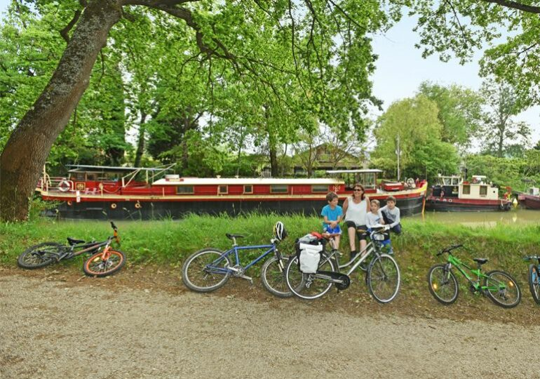 """<span class=""""maj"""">cycling on the Canal du Midi</span> <div id=""""sconnect-is-installed"""" style=""""display: none;""""></div> <div id=""""sconnect-is-installed"""" style=""""display: none;""""></div> <div id=""""sconnect-is-installed"""" style=""""display: none;""""></div>"""